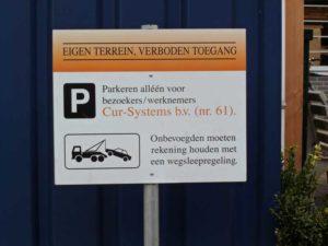 Bewegwijzering of parkeerbord laten maken