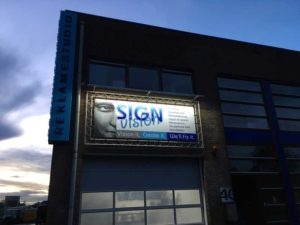Lichtreclame op gevel laten maken door Sign Vision Reclame Zaanstreek