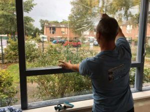 Veiligheidsfolie op raam laten aanbrengen door Sign Vision Reclame.